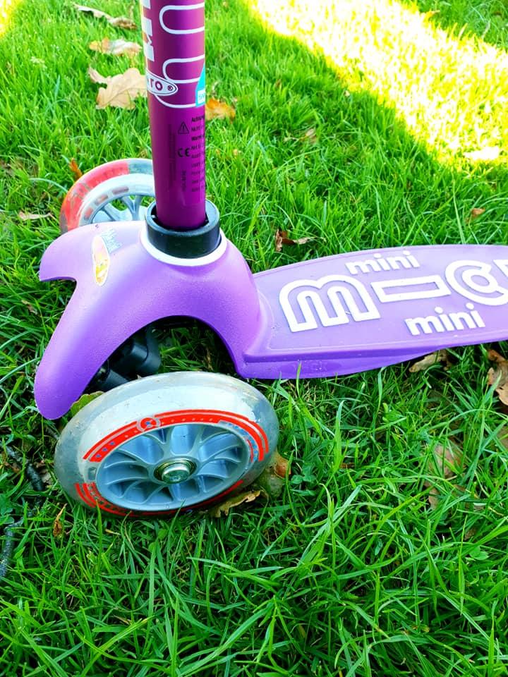 Purple mini micro scooter