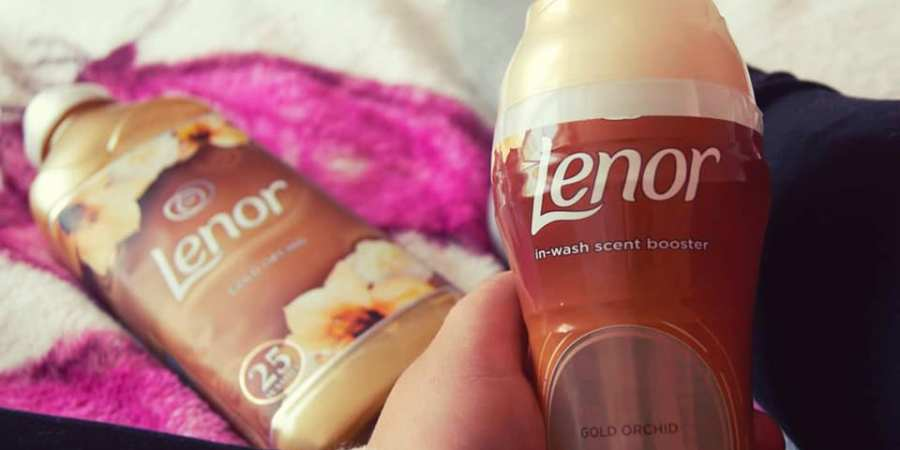 im holding the lenor pot in my hand with my crossed legs showing in the background