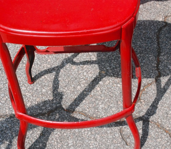 flea red stool