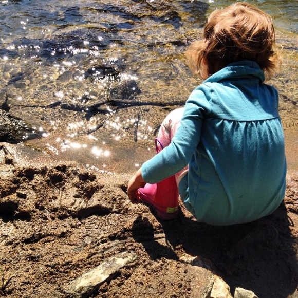 Waiting_on__betsymoyer_on_the_bank_of_the_New_River