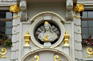 A gilded lady in the Grand Place