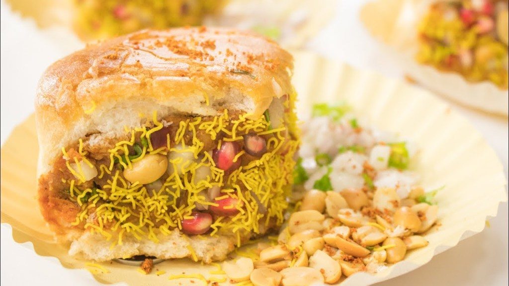 Kachhi Dabeli - Indian Street Food