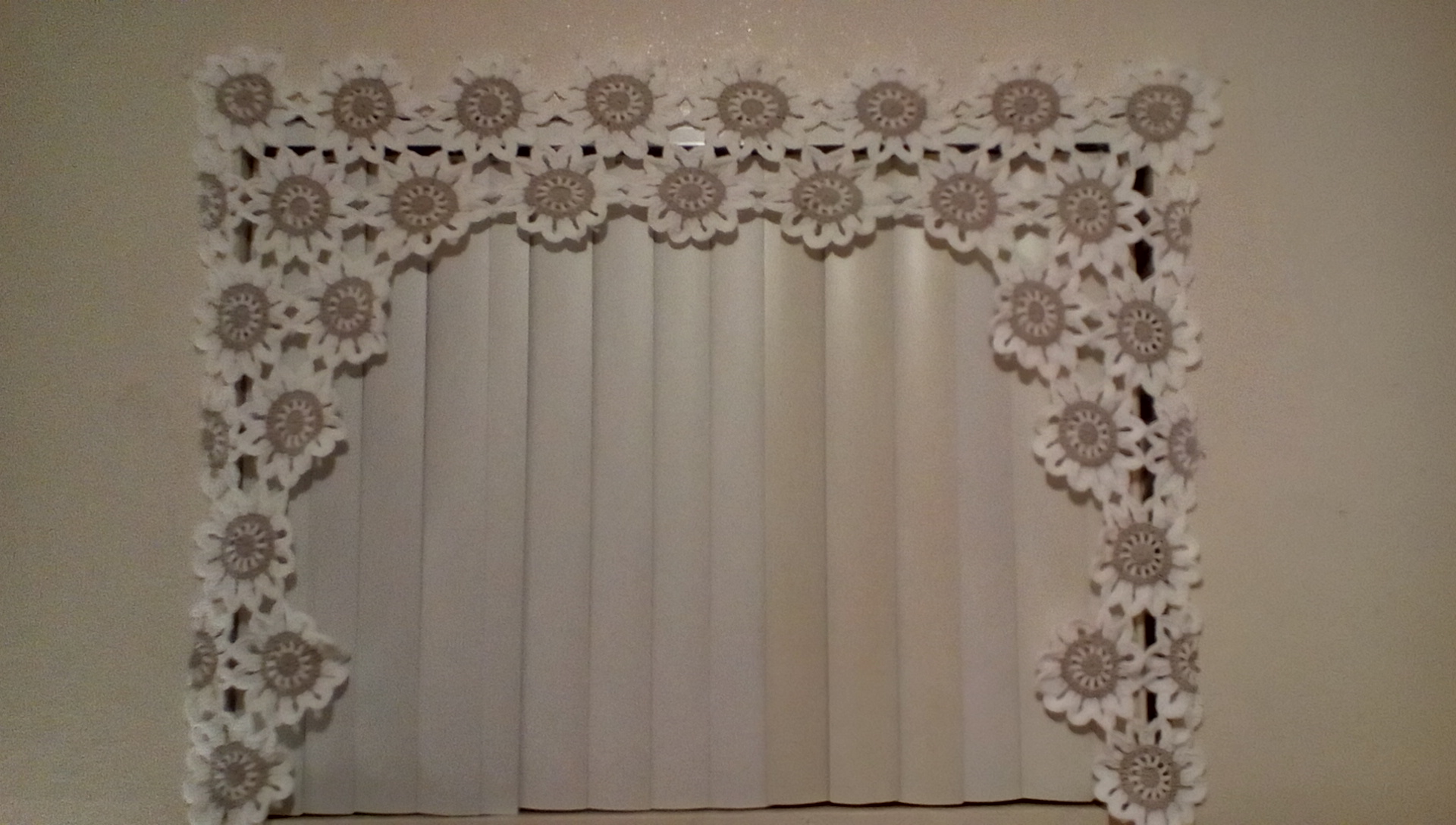 Pattern Of The Week The Flower Power Valance