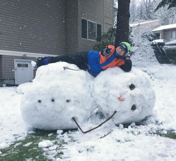Seattle snowmen know how to stay 'chill.' (Photo by Hiro Tawara)