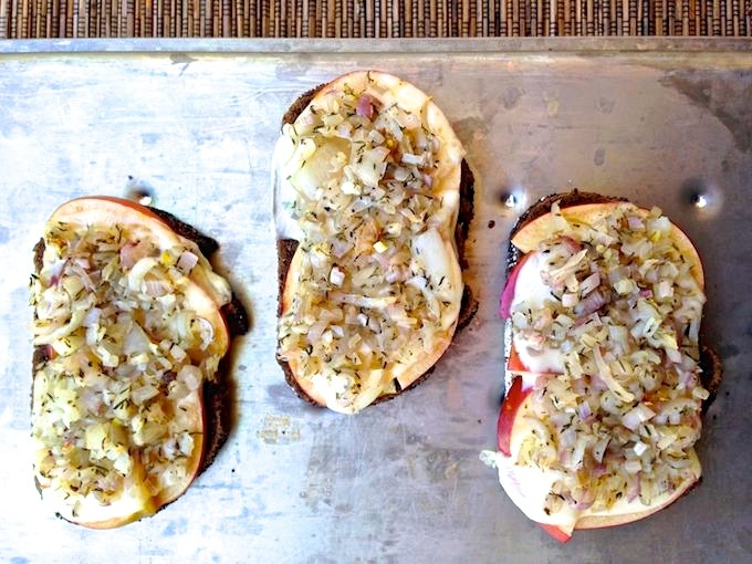 Apple Shallot Grilled Sandwich | www.theeverykitchen.com