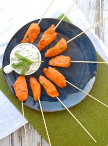 Buffalo Chicken on a Stick with Blue Cheese Dip is the easiest, healthiest game day snack AND who doesn't love #foodonastick? #healthyeats #sugarfree #glutenfree | www.theeverykitchen.com