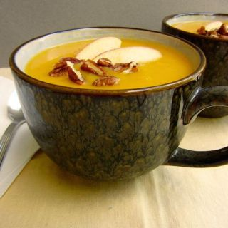 Butternut Squash Apple Soup | www.theeverykitchen.com