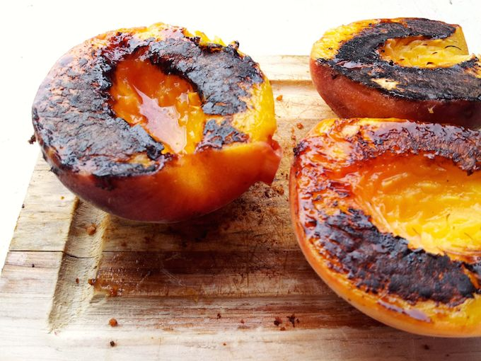Grilled Peaches for Grilled Peach Salad with Blue Cheese and Bacon | theeverykitchen.com