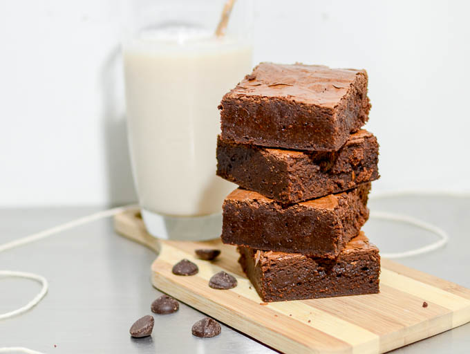 Seriously fudgy brownies or The Fudgiest Brownies on Earth | www.theeverykitchen.com