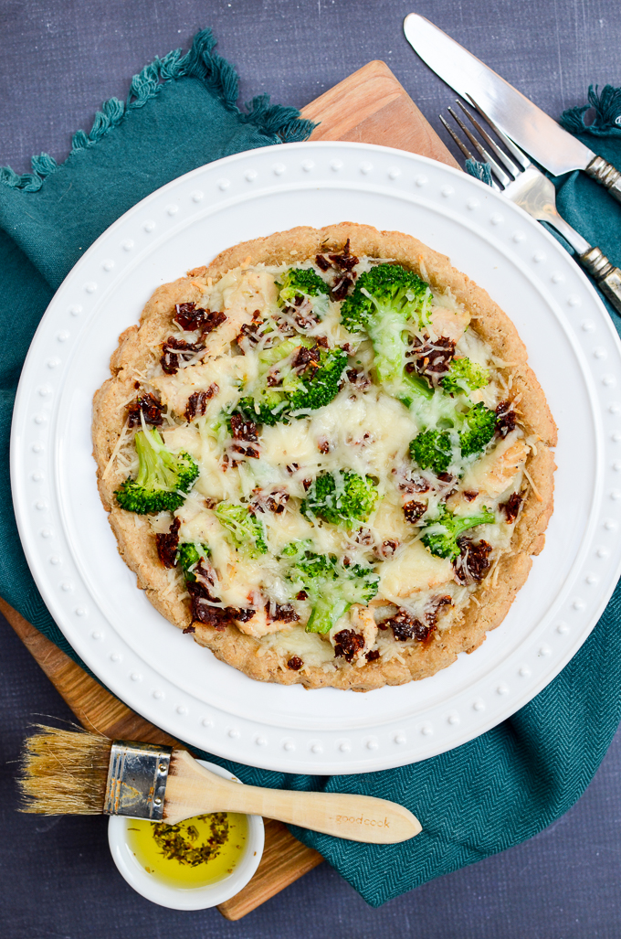 Broccoli Chicken Pizza with Sun-Dried Tomatoes reminds me of the casseroles Mom made when I was a kid. This pizza recipe is made with an almond flour crust making it gluten free and sugar free. | theeverykitchen.com