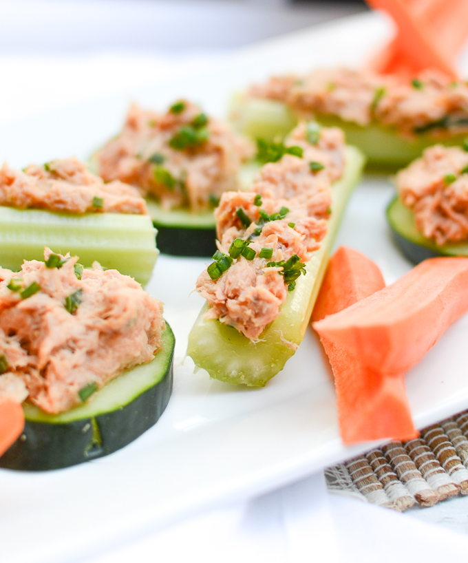 Kick it up a notch with Buffalo Tuna Salad. This recipe takes only 5 minutes and is your new favorite high-protein, low carb, gluten free, sugar free lunch or snack. | theeverykitchen.com