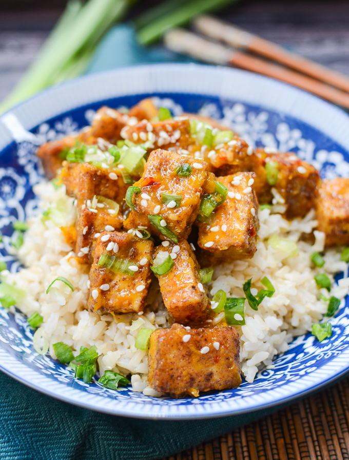 Crispy Baked Orange Tofu is a deliciously sweet and spicy substitute for your favorite Chinese dish. You won't miss the extra calories, fat, or sodium! | theeverykitchen.com