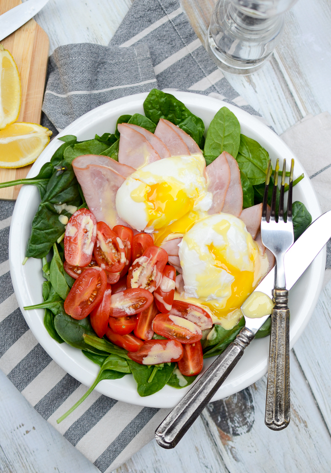 Eggs Florentine Breakfast Salad is indulgent -- I mean, look at that runny egg! But my recipe is sugar free and gluten free and has a secret ingredient! | theeverykitchen.com