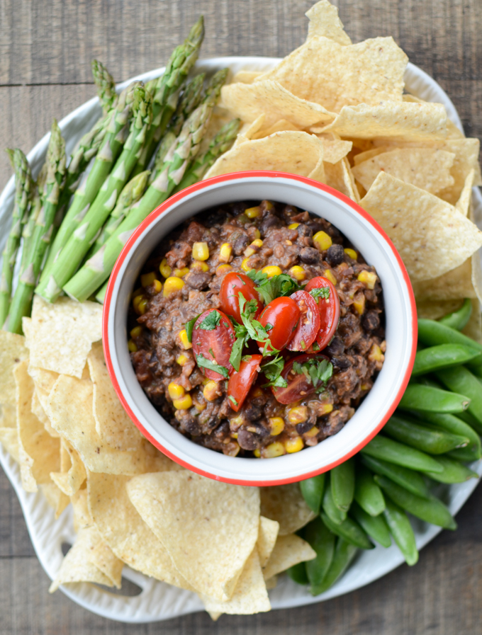 Healthy Black Bean and Corn Dip is just the first touchdown in a whole season of game day eats. This #recipe is #vegetarian, #glutenfree, and #sugarfree, and has all the flavor it takes to be a first round pick. #healthyeats | theeverykitchen.com