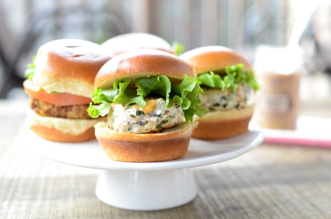 My recipe for Lemon Feta Chicken Sliders may look fancy, but all they require is one mixing bowl and a willingness to get your hands dirty. | theeverykitchen.com