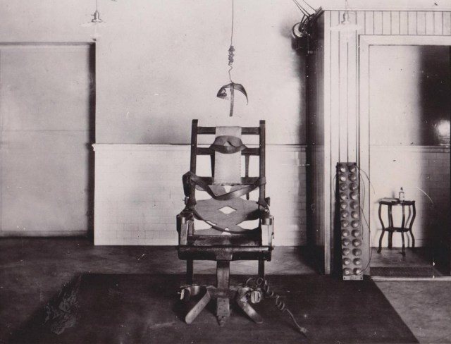first-electric-chair-Auburn-NY-photo-International-News