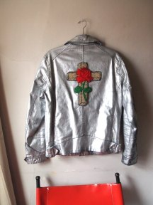the-eye-of-faith-vintage-gucci-cruise-2017-inspiration-rosicrucian-silver-metallic-motorcycle-jacket