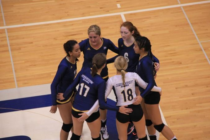 2014-09-27-WomensVolleyball-TrumanKwan-02