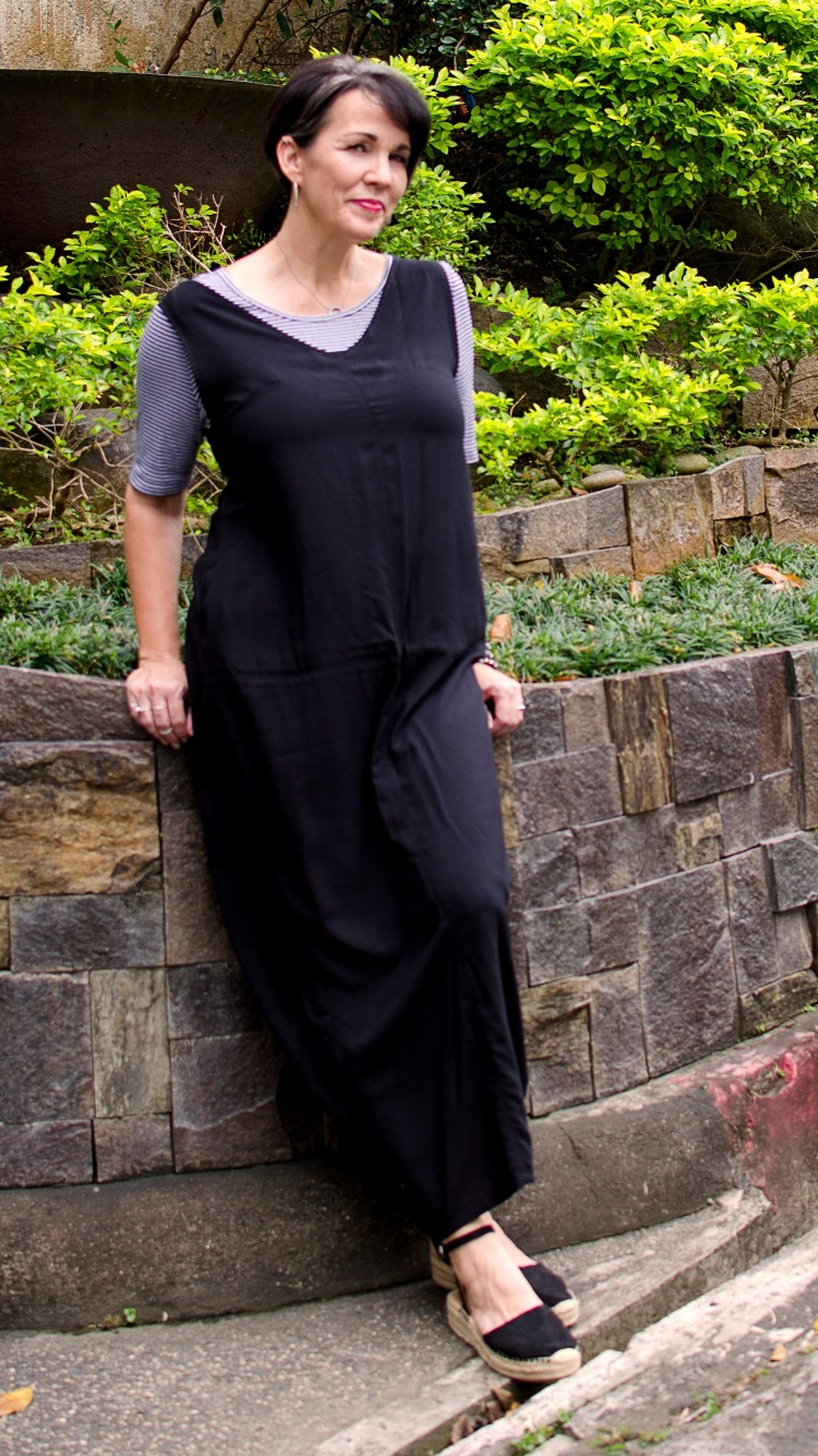 casual black jumper dress