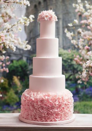 pink-ruffles-wedding-cake-by-bobbette-and-belle-photo-by-wedluxe