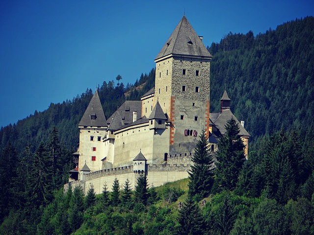 Moosham Castle photo provided by Renedrivers from Wikimedia Commons