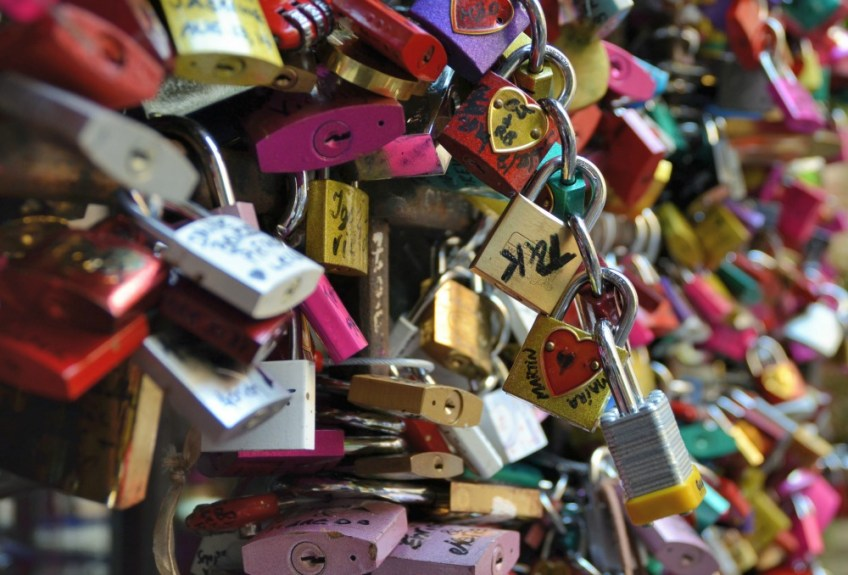 romeo and juliet in verona italy, juliet's balcony, locks of love