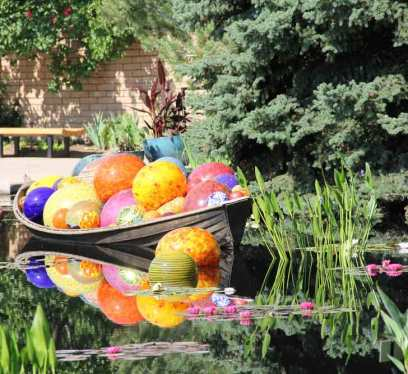 Chihuly Garden, and Glass
