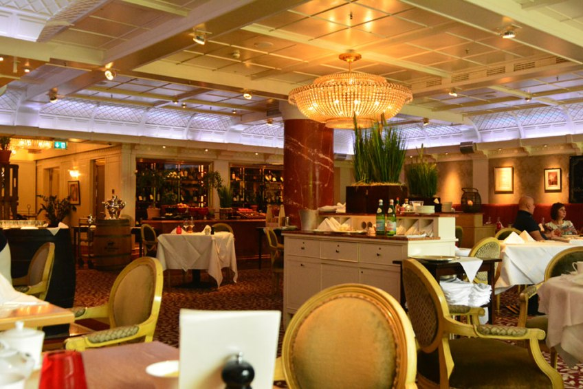 luxury hotel in dusseldorf, breidenbacher hof, capella hotel, capella suite, brasserie 1806
