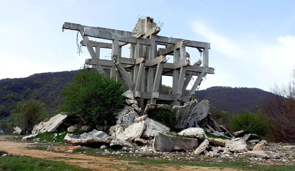 Makljen, Spomeniks of Yugoslavia