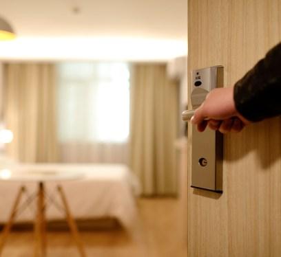 hotel room, hotel price hacks