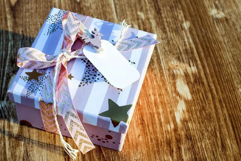 christmas gift 2979922 1280