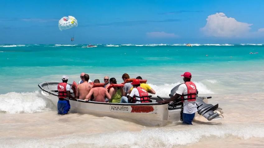 Parasailing, adventure, how to make your honeymoon memorable