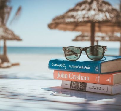 Mom's Guide to Enjoying a Vacation, summer vacation tips, books at the beach, beach, relax