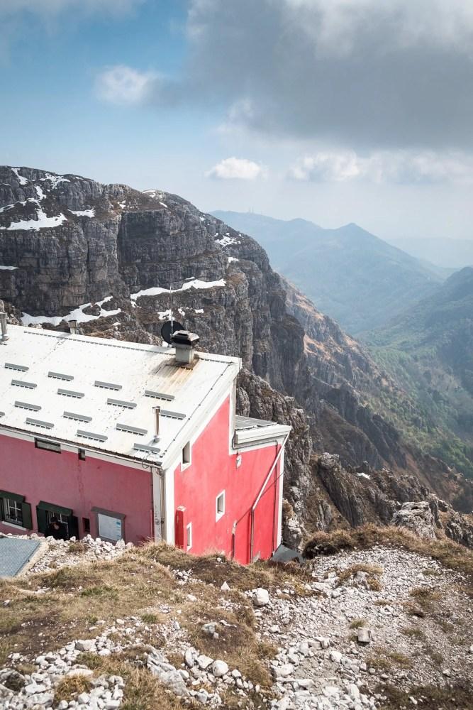 hut-to-hut hikes, rifugio in Italy