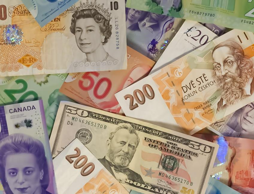 Travel scams, money exchange, foreign money