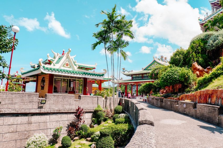 Puerto Galera is an attractive coastal town located on the south side of Manila