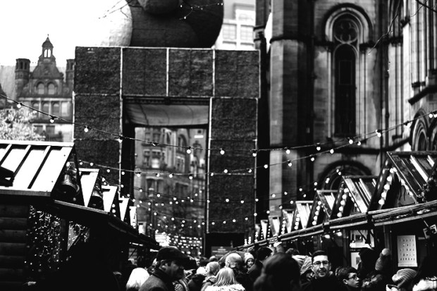 albert-square-christmas-market-bw