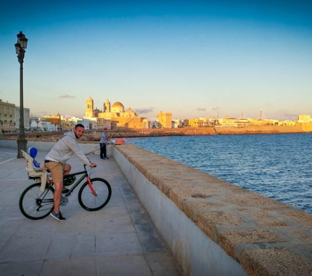 Cadice in bicicletta e tramonti sull'oceano