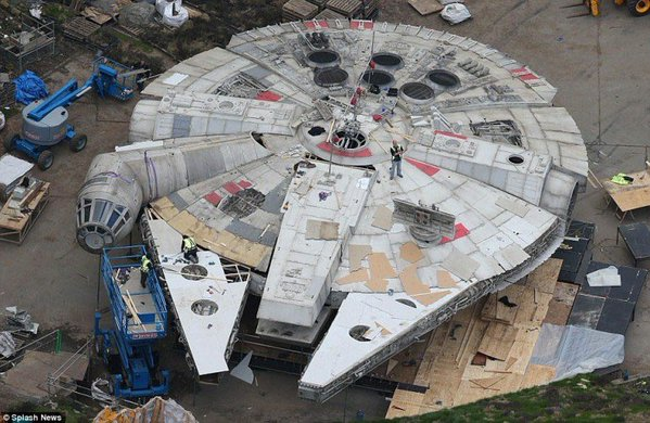 star-wars-episode-viii-millennium-falcon
