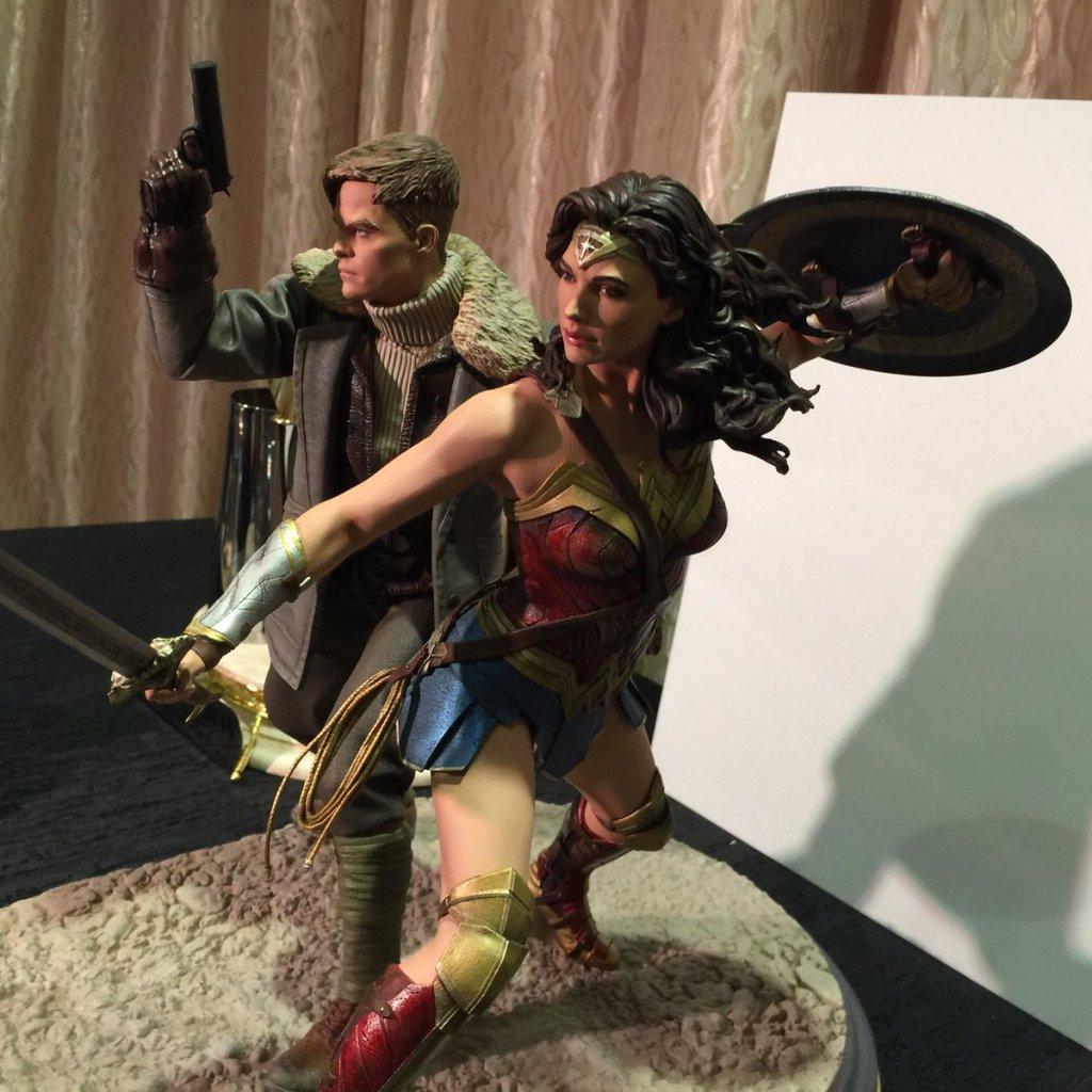DC Collectibles Wonder Woman Statue Gal Gadot Chris Pine (2)