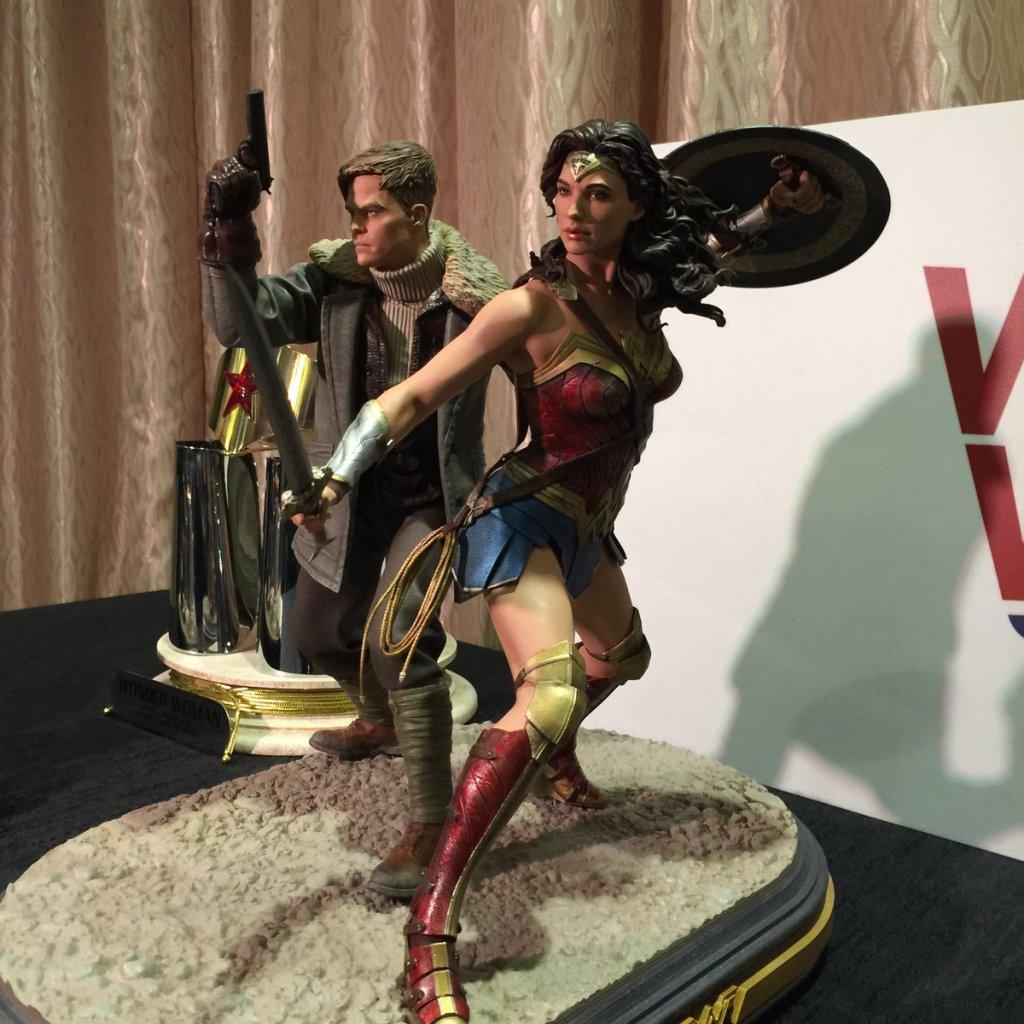 DC Collectibles Wonder Woman Statue Gal Gadot Chris Pine (3)
