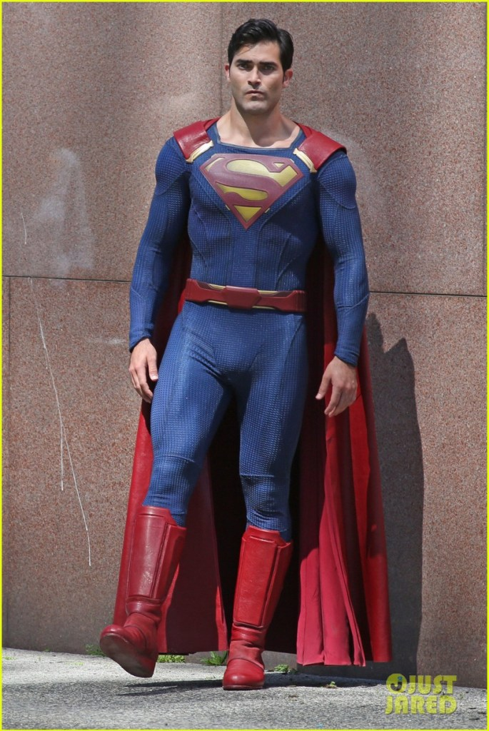 tyler-hoechlin-saves-day-on-supergirl-as-superman-filming-12