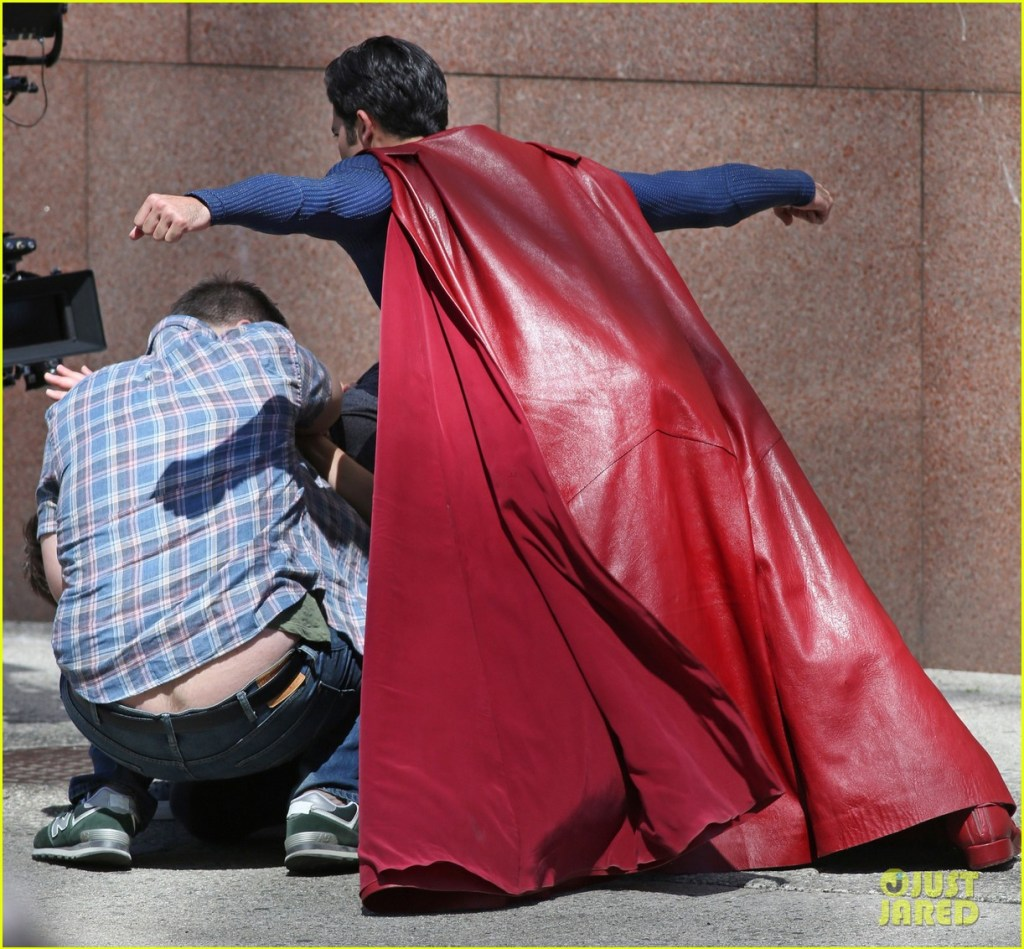 tyler-hoechlin-saves-day-on-supergirl-as-superman-filming-15