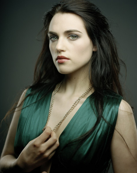 Katie_McGrath-eyes-chicki-smoking-hot_thumb_585x795