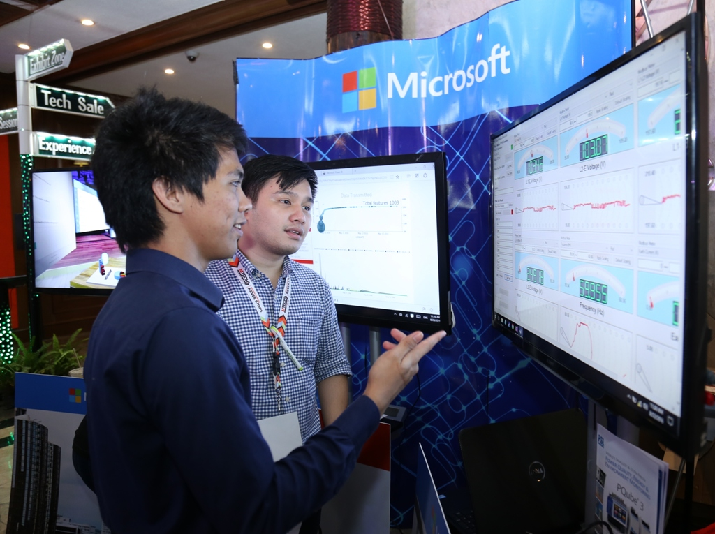 A sales representative of Microsoft Philippines explains to a guest how data analytics and real-time remote monitoring work. #MTECH2016