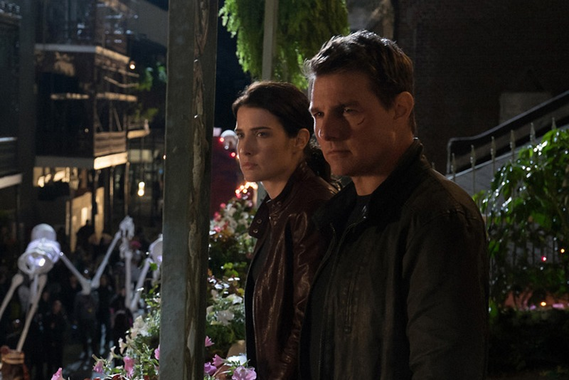 Left to right: Cobie Smulders plays Turner and Tom Cruise plays Jack Reacher in Jack Reacher: Never Go Back from Paramount Pictures and Skydance Productions