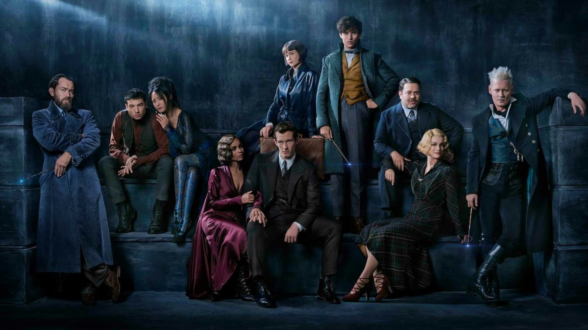 First Look at the Cast of Fantastic Beasts: The Crimes of Grindelwald including Jude Law as Dumbledore