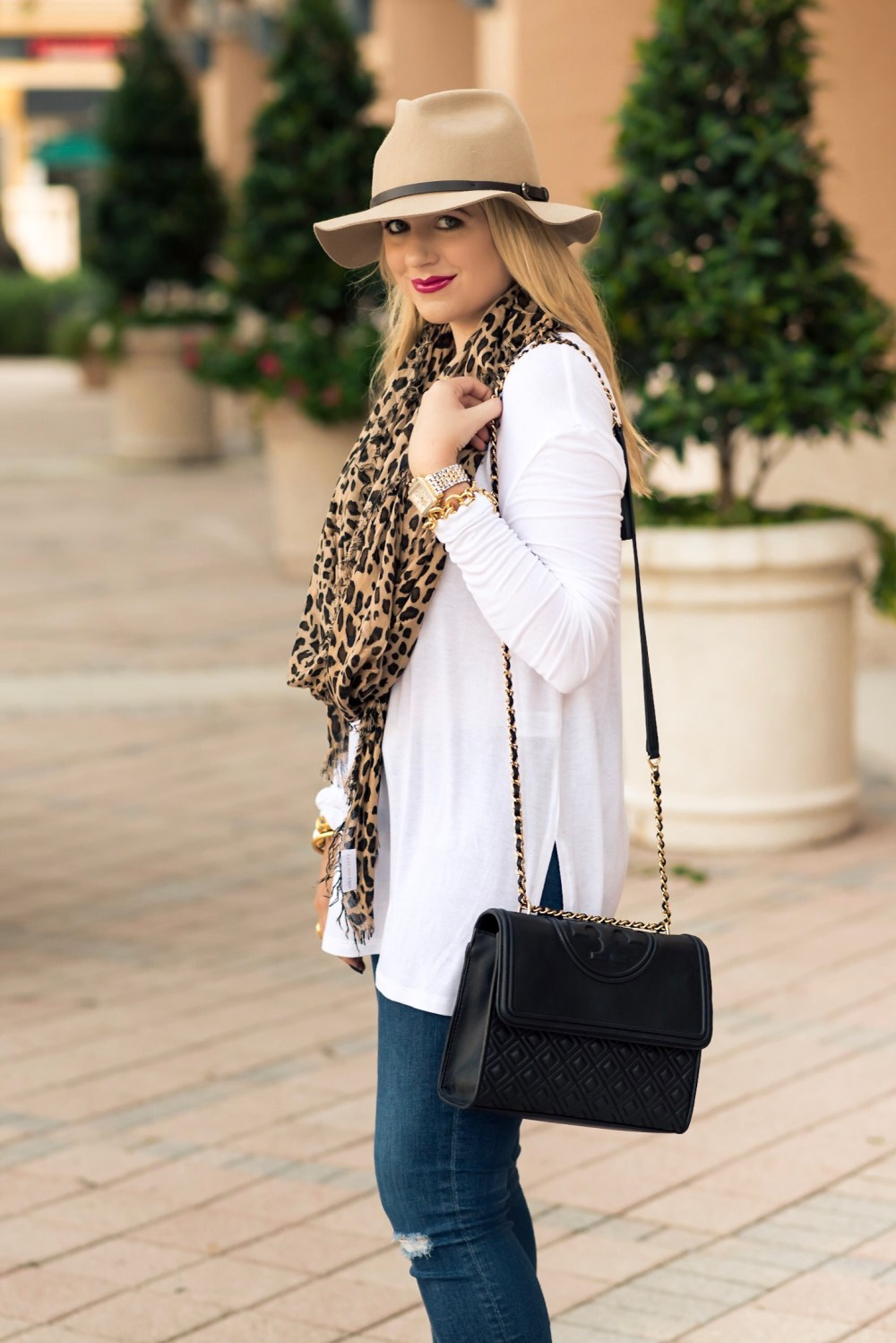 fall-outfit-tory-burch-fleming-bag-fancy-things