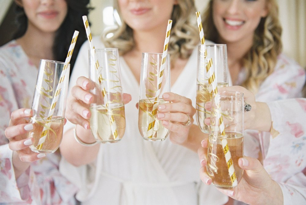 getting-ready-bridesmaids-wedding-day-fancy-things
