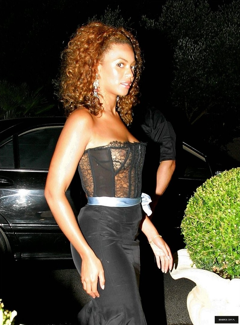 Beyonce-See-Through-St-Tropez-4